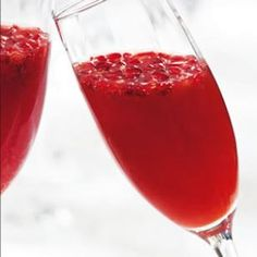 Blood Orange-Pomegranate Mimosas | This wintery mimosa is made with blood orange juice and pomegranate juice