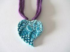 Collana tricotin con pendente cuore in ceramica di MateriaEcoGioielli su DaWanda.com
