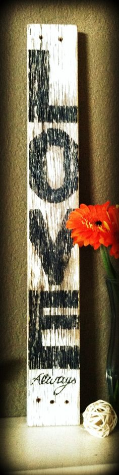 Primitive textured weathered wood sign Love decor - I would do lettering red Barn Wood Crafts, Barn Wood Projects, Pallet Crafts, Pallet Art, Wooden Crafts, Craft Projects, Craft Ideas, Rustic Signs, Wood Signs