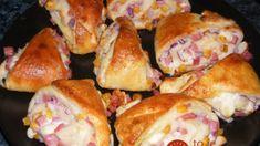 Plnené trojuholníky, ktoré milujú všetky návštevy: Neriešim obložené chlebíky ani jednohubky, všetci pýtajú len toto! 4 Ingredients, Pretzel Bites, Baked Goods, Recipies, Food And Drink, Bread, Cheese, Chicken, Baking