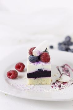 Mascarpone mousse and blueberry cake Mousse Mascarpone, Cupcake Cakes, Cupcakes, Blueberry Cake, Mousse Cake, Pastry Chef, Chef Recipes, Panna Cotta, Food Photography