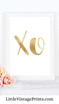 XO Art Print. This beautiful minimalist gold wall art is perfect for adding a touch of gold glamour to any wall space in your home. Please note the gold is PRINTABLE and NOT real gold foil.  XO Print, Love Print, Bedroom Prints, Quote Print, Gold Print, Inspirational Quote, Wall Art, Typography Prints, Printable, Kiss Print