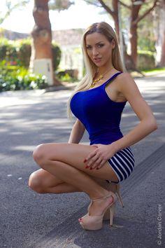 Legs, tights and heels                                                                                                                                                      Más