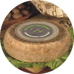 Pecorino di Carmasciano.  Prende il nome dall'omonima contrada che si trova a 1.000 metri di altezza nel territorio dell'Alta Irpinia. I produttori di questo tradizionale formaggio, seguono ancora metodi antichissimi di lavorazione, in un incontro di sapori tra il latte di razza ovina, olio extravergine d'oliva e aceto, sottoposto poi a una stagionatura che si protrae anche per due anni. E' un gustoso componente di antipasti e soddisfa anche come delicato dessert.