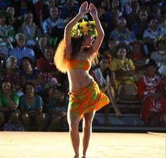 Ori Tahiti Polynesian Girls, Polynesian Dance, Polynesian Culture, Hawaiian Girls, Hawaiian Dancers, Hawaii Costume, Tahitian Costumes, Inspire Dance, Tahitian Dance