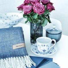 "@dine_vakre_ting på Instagram: ""Lekkert pledd fra @metteditmer. Dinevakreting.no har flere farger #pledd#teppe#metteditmer #kvalitet #grå#lysgrå#beige#pudder#farger#interiørdetaljer #interiordetails #tekstil"""