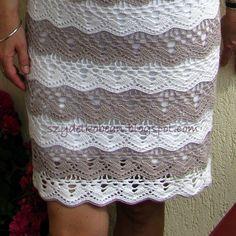Sukienka nie należy do skomplikowanych, ale spodobał mi się wzór i takie połączenie kolorów.            Każdy kolejny pas koloru zakańczałam...