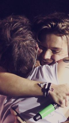 Pin by haleigh harrison on harry + louis in 2019 Harry Styles Baby, Harry Styles Funny, Harry Styles Imagines, Harry Edward Styles, 1d Imagines, One Direction Wallpaper, One Direction Pictures, One Direction Harry, Direction Quotes