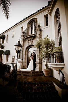 Muckenthaler Mansion, one of the most unique wedding venues in Orange County, located in beautiful Fullerton California. This stunning venue features amazing food by Colette's Catering and the AMAZING wedding cakes. If you are looking for a venue, check this one out first!