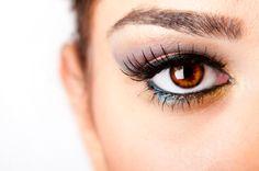 delineador de ojos  http://creandotuestilo.com/2012/05/10/tips-de-maquillaje-color-de-delineador-segun-el-color-de-tus-ojos/#
