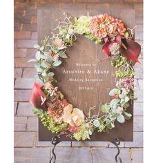 ... 会場装花に合わせておつくりしたウェルカムボード アンティークでお洒落なデザインに仕上がりました♡ . ウッドタイプのウェルカムボードは制作に3週間前後かかりますので、お早めのオーダーをお願いします .  #オーダーメイド#ウェディング#wedding#ウェルカムボード#結婚式#ウェルカムアイテム