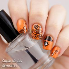 Nail art inspired by the novel/movie: A clockwork orange  halloween nails
