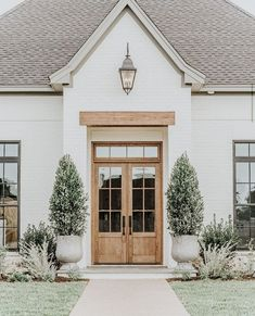 - A mix of mid-century modern, bohemian, and industrial interior style. Home and apartment decor, Exterior Colors, Exterior Design, Exterior Trim, Exterior Paint, Dream House Exterior, House Goals, My Dream Home, Dream Homes, Architecture