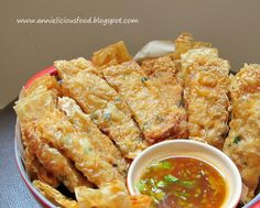 Cantonese - Toisanese cuisine --Annielicious Food: Beancurd Skin Rolls with Shrimp filling Prawn Recipes, Tofu Recipes, Seafood Recipes, Asian Recipes, Cooking Recipes, Asian Appetizers, Asian Snacks, Tofu Dishes, Asian Desserts