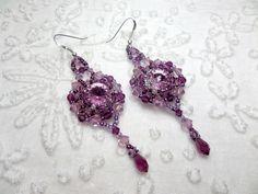 Boucles d'oreilles créateur brodées de perles argent cristaux Swarovski lilas prune haute couture style baroque : Boucles d'oreille par bijouxdart