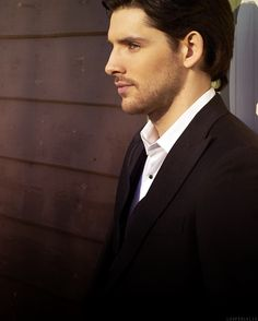 Beards change everything. Colin Morgan is not a hot guy but this makes him so hot. Dang!