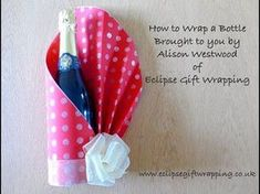 Last Minute DIY Christmas Gifts ideas. Create a wrapped wine bottle, sugar body scrub, scented candles, diy wall decoration with cardboard, or create Christmas a phone case.DIY biscuits and cookies Christmas gift ideas Diy Bottle, Bottle Crafts, Diy Wine Bottle Gift Wrap, How To Wrap Bottles, Japanese Gift Wrapping, Gift Wrapping Techniques, Wrapped Wine Bottles, Gift Wraping, Bottle Packaging