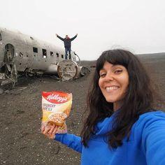 Καλημέρα! Σήμερα η δι-εκδίκηση γίνεται πιο δι-αγωνιστική. Βάλαμε στοίχημα με τον @ftbletsas πως όποιος φτάσει πρώτος στο Plane Wreck (Ισλανδία) μετά από 45 λεπτά περπάτημα θα κερδίσει το αγαπημένο του πρωινό. Ε... μαντέψτε ποιος κέρδισε και σας υπόσχομαι διαγωνισμό που θα σας αρέσει πολύ! #kelloggs #kelloggsmuesly #crunchymuesli #breakfastworthfighting4 #kelloggsidealbreakfast #kelloggscrunchymuesli#MeAgain #Winner #ΠόσεςΦορέςΝαΝικήσω #ΓιαΝαΚαταλάβεις #ΌτιΕίναιΔικάΜου
