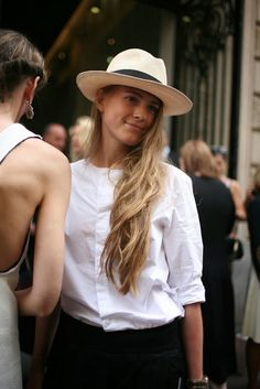 French Street Style - i need to invest in a hat #hat #headwear #blackandwhite