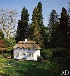 The perfect escape. Little Cottages, Little Houses, Royal Lodge, Wendy House, Cute Cottage, Fairytale Cottage, Miniature Houses, Play Houses, Beautiful Landscapes