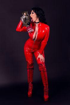 #gasmask #glamour #glamourgasmask #latex #latexsuit #catwoman #catsuit #halloween #model #inspiration #halloweenisnpiration #redsuit #amberhaze #amber #haze #hazelicious