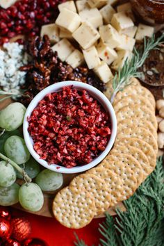 How to Create the Perfect Holiday Cheese Board - Eat Yourself Skinny Holiday Appetizers, Appetizer Recipes, Holiday Recipes, Holiday Meals, Christmas Recipes, Vegan Christmas, Christmas Apps, Christmas Lunch, Christmas Parties
