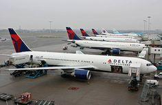 Boeing 767-332/ER, Delta Air Lines, Amsterdam - Schiphol (AMS / EHAM) 23.01.10 by eisenbahner, via Flickr