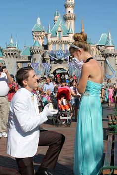 HowHeAsked – Marriage Proposal Ideas This guy made every girl's Disney princess dream come true. Disney Engagement Rings, Disney Wedding Rings, Engagement Pictures, Wedding Proposals, Marriage Proposals, Disneyland Proposal, Disney World Proposal, Disneyland Resort, Perfect Wedding