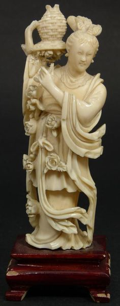 CHINESE HAND CARVED IVORY FIGURE OF MAIDEN
