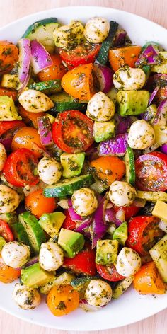 Avocado Salad with Tomatoes, Mozzarella, Cucumber, Red Onions, and Basil Pesto with lemon juice dinner for a crowd Classic Seven Layer Salad Easy Salads, Healthy Salads, Healthy Eating, Easy Summer Salads, Dinner Healthy, Summer Food, Healthy Summer Snacks, Healthy Food, Salads For Lunch