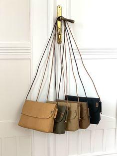 Hnědá Trendy lehká kabelka z pratelného papíru / od Lucky b.a.g.s.   Fler.cz Trendy, Lucca, Bucket Bag, Latex, Bags, Fashion, Handbags, Moda, Fashion Styles