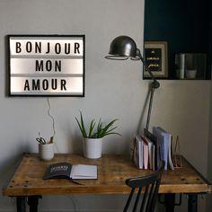 DIY Tableau lettres lumineuses - http://www.pretacreer.com/lemagazine//mercredi-creatif-diy-le-tableau-lumineux
