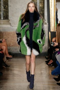 Emilio Pucci Fall 2015 Ready-to-Wear Collection Photos - Vogue Fur Fashion, Fashion Week, Paris Fashion, Runway Fashion, High Fashion, Winter Fashion, Fashion Show, Fashion Trends, Fashion Bloggers