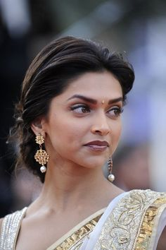 Deepika Padukone elegant updo hair wedding engagement hairstyles 2019 - wedding and engagement 2019 Deepika Padukone Saree, Indian Wedding Hairstyles, Bride Hairstyles, Cool Hairstyles, Indian Hairstyles For Saree, Woman Hairstyles, Natural Hairstyles, Deepika Hairstyles, Engagement Hairstyles