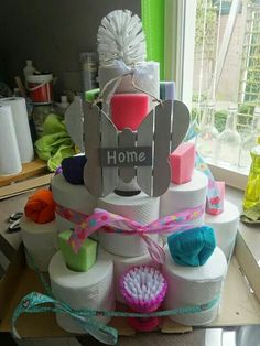 Toilet roll cake - Anna's Home Page Housewarming Gift Baskets, Diy Gift Baskets, Raffle Baskets, Housewarming Party, Homemade Gifts, Diy Gifts, Best Gifts, Toilet Paper Cake, Home Decor Baskets