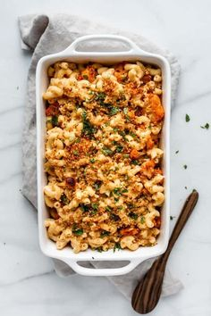 This vegan buffalo cauliflower mac and cheese is healthy and loaded with spicy roasted buffalo cauliflower. Perfect for game night or a weeknight dinner!