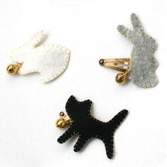 ❤ stitched felt hair pins - inspiration - no pattern - petit pomme::쁘띠뽐므 ♡ i Felt Diy, Felt Crafts, Barrettes, Diy Couture, Diy Hair Accessories, Bijoux Diy, Kid Styles, Felt Animals, Felt Flowers