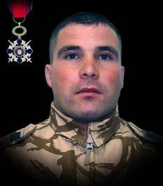 """Sublocotenentul (pm) - Catalin Ionel Marinescu 10 mai 2011  Sublocotenentul (pm) Catalin-Ionel Marinescu a căzut la datorie, în provincia Zabul din Afganistan, în urma unui atac cu un dispozitiv exploziv improvizat, în timp ce executa o misiune de cercetare terestra a unui obiectiv. A fost decorat cu Ordinul Naţional """"Steaua României"""" în grad de Cavaler, cu însemn de război, pentru militari."""
