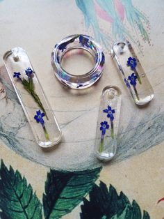 These delicious flowers are delicat and petite, available in various sizes a well as a ring - preserved at full bloom so as to keep their beautiful glow African Beauty, Sell On Etsy, Resin Jewelry, Glow, Ring, Flowers, Beautiful, Decor, Rings