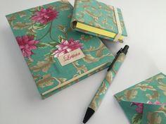 Kit floral de caderno e post-it com um propósito super especial de presentear uma professora! #kitpapeldasduas #floral #bookbinding #encadernação #presentepersonalizado