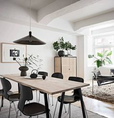 5 Simple Ideas to Improve Your Dining Room Design – Voyage Afield Black And White Living Room Decor, Living Room Accents, Living Room Accessories, Dining Room Inspiration, Design Inspiration, Dining Room Design, Furniture Plans, Furniture Buyers, Interior Design