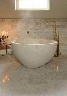 Stiltje Stengolv Kalksten Tegel Bath Tube, Tadelakt, Carrara, Clawfoot Bathtub, Amazing Bathrooms, Flooring, Interior Design, Green, House