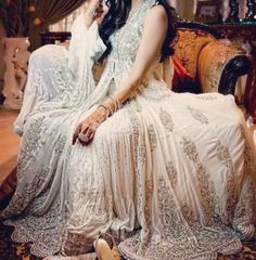 white bridal lehenga(so pretty) Pakistani Bridal Lehenga, Pakistani Wedding Dresses, Pakistani Outfits, Indian Dresses, Indian Outfits, Indian Clothes, Pakistani Couture, Anarkali Lehenga, Indian Anarkali