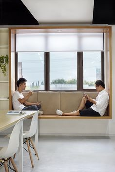 Modern Window Seat Idea – Add a suspended wood surround to standard windows to c… – Home Decor İdeas Modern Window Seat Design, Home Decor Bedroom, Home Interior Design, Modern Interior Design, Interior Design, Contemporary Windows, Modern Windows, Contemporary Window Coverings, Window Design
