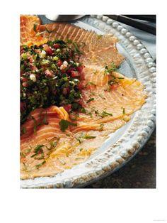 Puur genieten en toch gezond en slank - Pascale Naessens - Gerookte zalm met tomatensalade en lompviseitjes