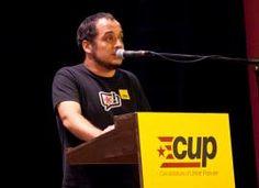"""ACN Madrid .- L'exdirigent de la CUP David Fernández s'ha traslladat a Madrid per expressar el seu suport a Joan Coma acompanyat de l'advocat del regidor i diputat de la CUP, Benet Salellas. Fernández considera que el titular del jutjat Central d'Instrucció número 2 de l'Audiència Nacional, Ismael Moreno, """"abusa del seu poder"""" citant Joan Coma a declarar perquè, segons ell, ja va """"remetre un escrit"""" explicant la seva desobediència. """"L'Estat ha d'explicar per què violenta la vida d'una…"""
