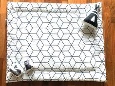 boxkleed grid kubusjes Baby Bedroom, Baby Boy Rooms, Cubes, Baby Box, Easy Diy, Simple Diy, Fur Babies, Baby Kids, Kids Room