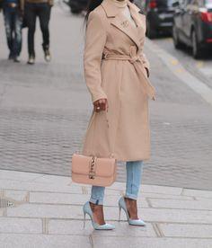 d513ffccb06b Pour ce look, je porte un total look hm. Jeans, pull et manteau. Une ceinture  Hermes, desescarpins Christian Loubout…