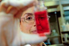 United Water, station d'épuration de Burbank - Helen Brown, technicienne de laboratoire, pratiquant une analyse  #ENGIE #Metier Découvrez nos engagements sur la diversité de nos équipes en cliquant sur la photo