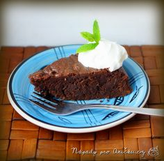 Brownies s pomerančovou kůrou a mandlemi Brownies, Pudding, Cookies, Cake, Food, Cake Brownies, Crack Crackers, Custard Pudding, Biscuits